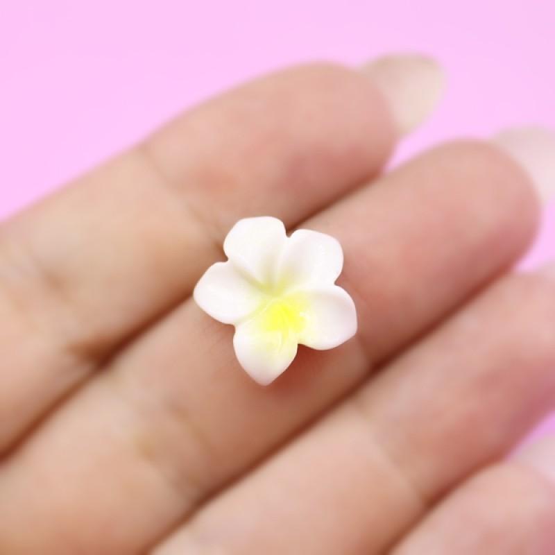 Кабошон Бело-желтый цветок #1435