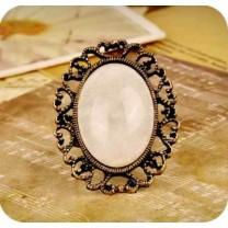 Кольцо с Овальным Камнем в Ажурной Оправе #7680