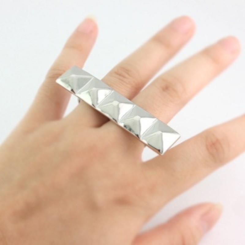 Кольцо с заклепками #5965