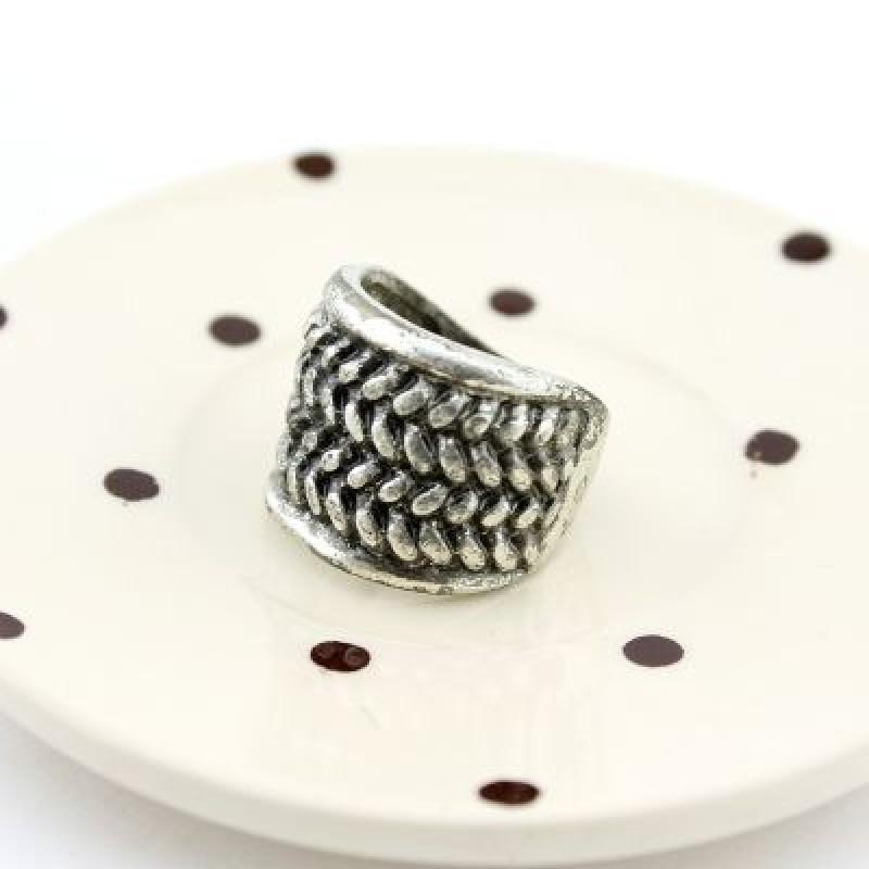 Кольцо с вязаным орнаментом #1610